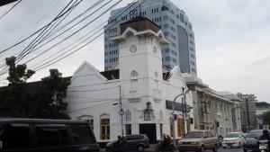 Gedung Bank Mandiri di Jalan Asia Afrika-Jalan Banceuy. Di belakang gedung ini terdapat bekas istal peninggalan jaman Belanda | FOTO serbandung,com.