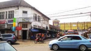 Pasar Andir Bandung dilihat dari Jalan Sudirman | Foto serbabandung.com