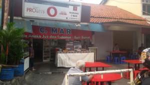 Warung Nasi Ceu Mar , Jalan Terusan ABC, tepi Sungai Cikapundung, Bandung. | Foto serbabandung.com #serbabandung
