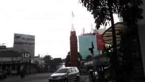 Menara jam di Simpang Lima Bandung. | Foto serbabandung.com #serbabandung