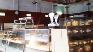 Roti Sumber Hidangan di Jalan Braga Bandung. | Foto: serbabandung.com #serbabandung