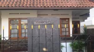 Rumah Bersejarah Inggit Garnasih di Jalan Inggit Granasih (Ciateul) Kota Bandung. | Foto serbabandung.com #serbabandung