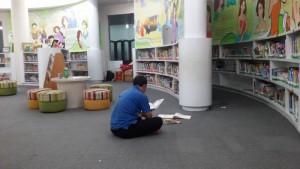 Suasana yang nyaman di Perpustakaan anak di Jalan Kawaluyaan Bandung. | Foto serbabandung #serbabandung