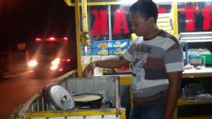 Pedagang Martabak Bangka. | Foto serbabandung.com #serbabandung