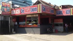 Restoran Cie Rasa Loom yang khusus menyajikan makanan dari Aceh di Jalan Terusan Buahbatu, Bandung. | Foto serbabandung.com #serbabandung