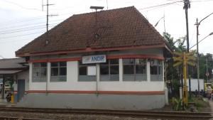 Rumah sinyal kereta api bekas Stasiun Andir, Jalan Ciroyom, Bandung. | Foto serbabandung.com #serbabandung