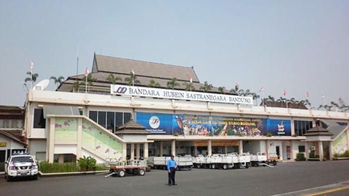 Bandara Husein Sastranegara, Bandara yang Berada di Tengah Kota