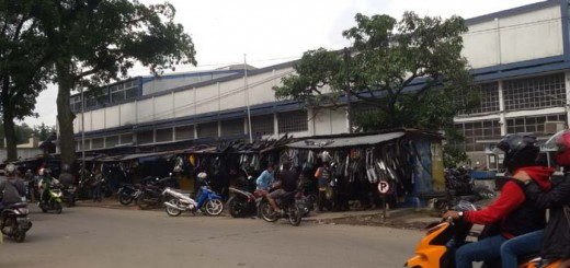 pedagang barang bekas dekat pasar jatayu