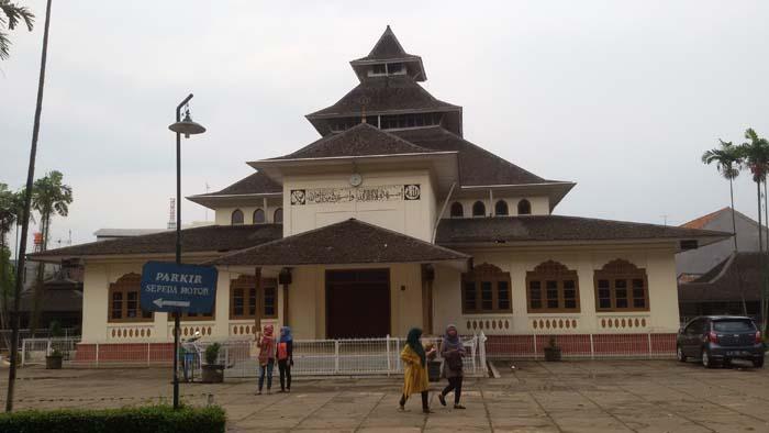 Masjid Agung Majalaya, Bangunan Lamanya Masih Dipertahankan