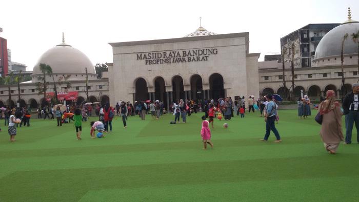 Alun-alun Tempat Favorit Warga Bandung untuk Berkegiatan