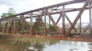 jembatan kereta api