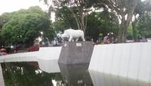 patung badak putih