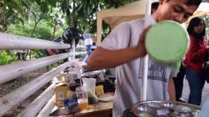 Pedagang kue cubit di Jalan Ciasangkuy. | Foto serbabandung.com #serbabandung