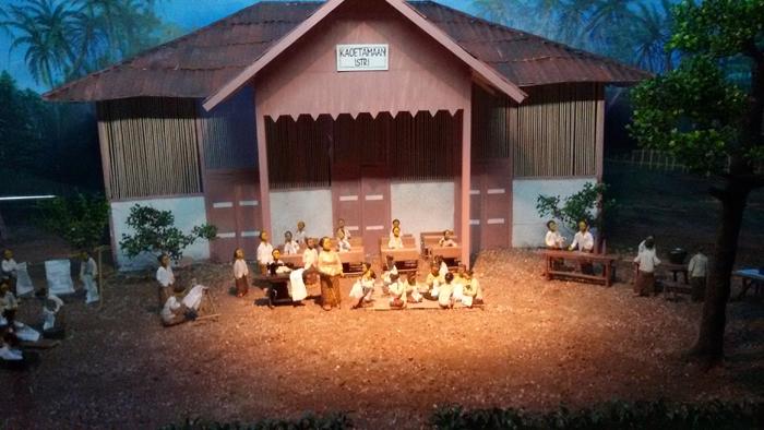 diorama dewi sartika