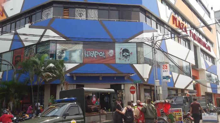 Plaza Parahyangan, Pusat Distro di Bandung