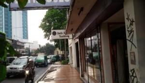 Toko Batik di Jalan Tamblong, Kota Bandung. | Foto serbabandung.com #serbabandung
