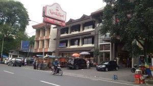 Gerai Kartika Sari di Jalan Kebon Jukut Bandung | Foto serbabandung.com