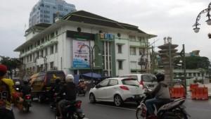 Gedung PLN di JAlan Asia Afrika Badung | Foto serbabadnung.com
