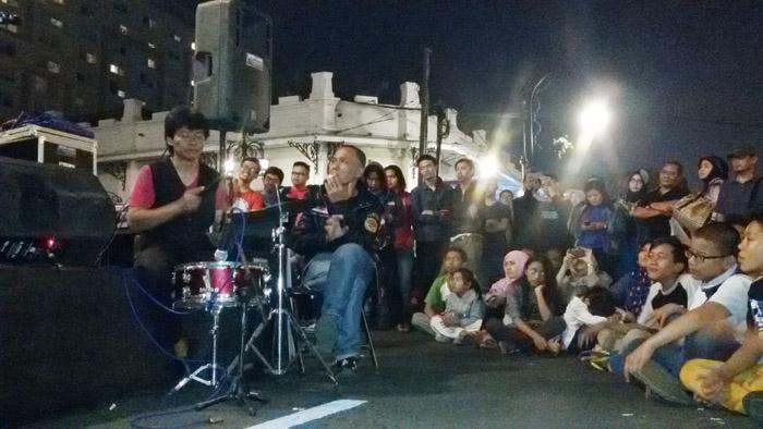 Lagu Koes Plus Membahana di Car Free Night Asia Afrika