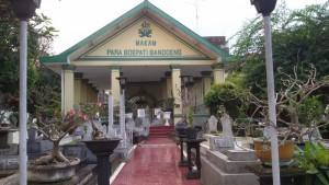 Makam para Bupati Bandung di Jalan Karanganyar Bandung. | Foto serbabandung.com | #serbabandung