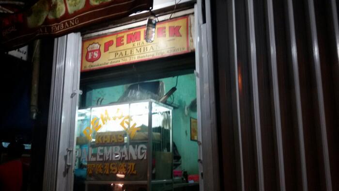 Penjual Pempek Lezat yang Banyak Dicari di Bandung