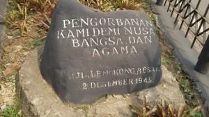 Batu ini berada di lokasi monumen perjuangan di Jalan Lengkong Besar Bandung. | Foto serbabandung.com #serbabandung