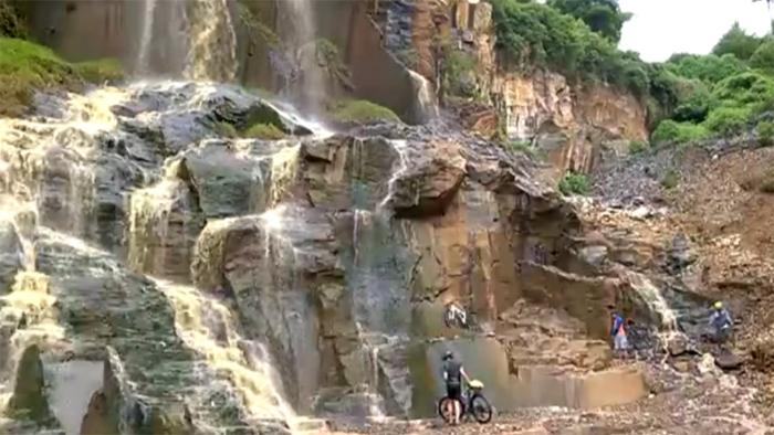 wisata alam di cimenyan, Air terjun Batu Templek.