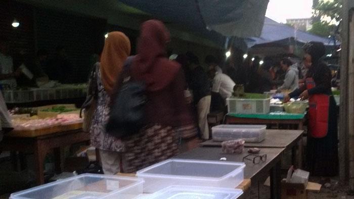 Pedagang kue di jalan Buahbatu