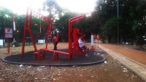 Peralatn fitnes di Taman Aktif, Jalan Supratman, Kota Bandung. | Foto serbabandung.com #serbabandung