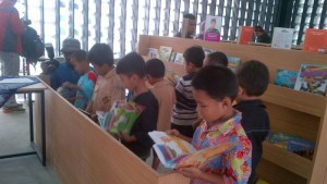 Perspustakaan Mini di Kelurahan Arjuna Bandung. Foto | jabar.tribunnews.com