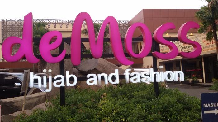 De Moss, Hijab and Fashion Terlengkap