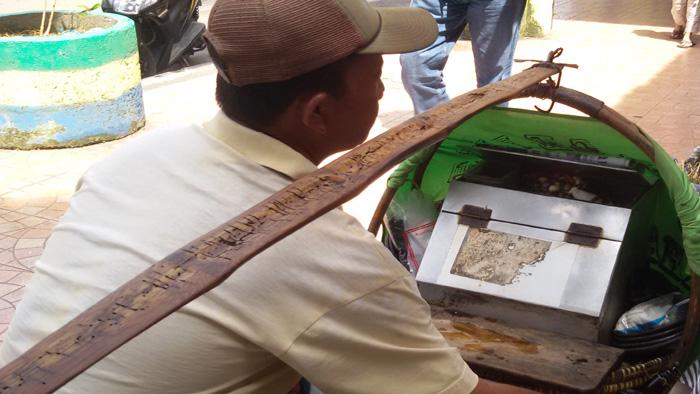 Tahu Gejrot, Makanan Khas Cirebon yang Banyak Dicari di Bandung