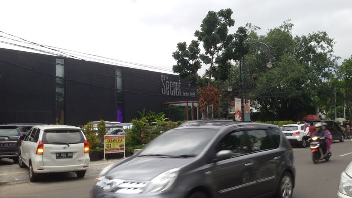 The Secret Factory Outlet, Rahasia Apa yang Tersimpan di Sana