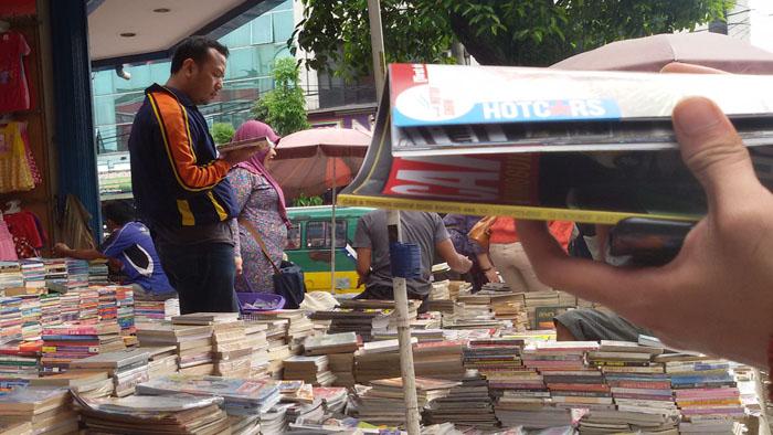 bursa penjual buku bekas di jalan dewi sartika