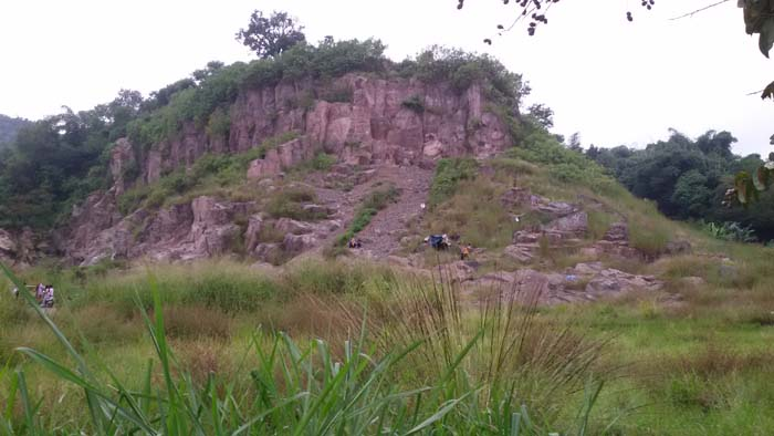 gunung batu di baleendah