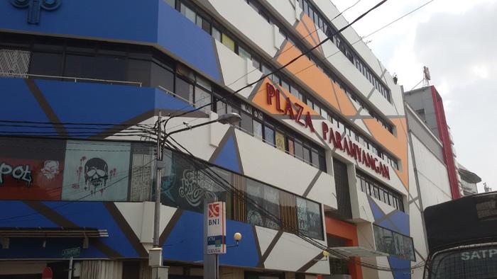 Tempat Belanja di Bandung, Mau Pilih di FO atau  Distro