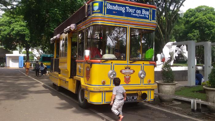 bus pariwisata bandros bandung