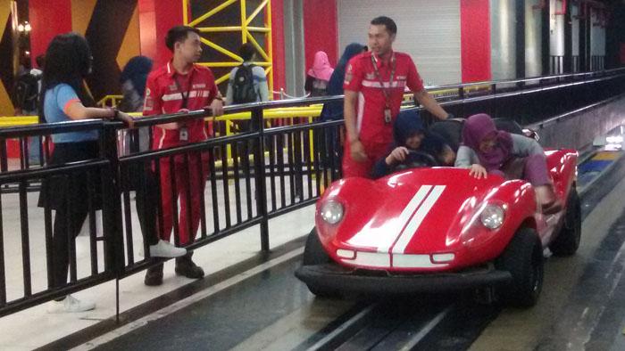 Dunlop Trans Car Racing, Arena Balapan Dua Lantai di Trans Studio Bandung