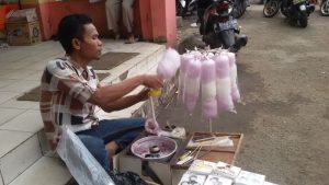 penjual arum manis