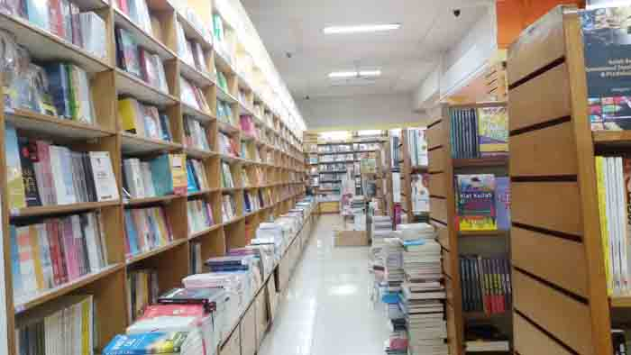 Toko Buku Diskon yang Layak Dikunjungi Penggemar Buku