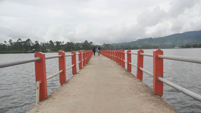 jembatan cinta tempat wisata dekat situ cileunca