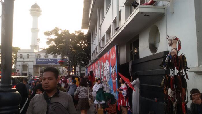 Jl Asia Afrika Bandung Saat Ramadan Sangat Ramai