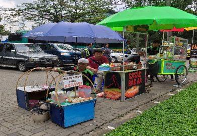 Kerak Telor Makanan Khas Jakarta Pun Dijual di Bandung