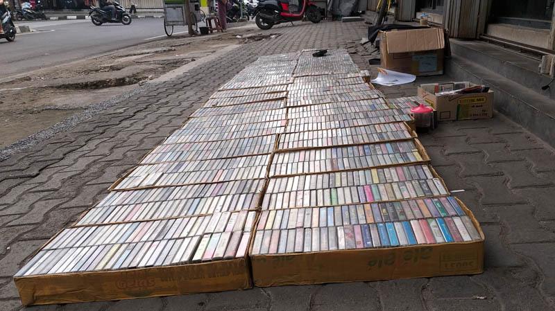 kaset bekas