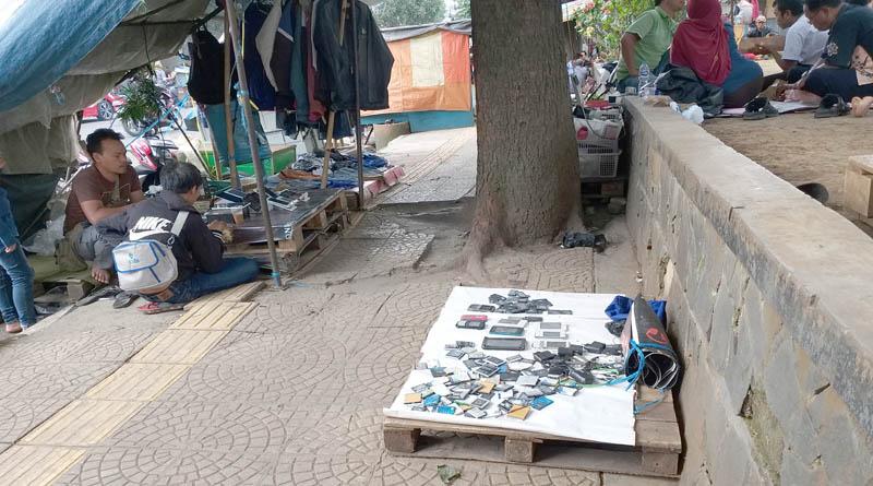 Penjual HP Second di Jalan Pajagalan, Berbagai Merek Dijual di Sini