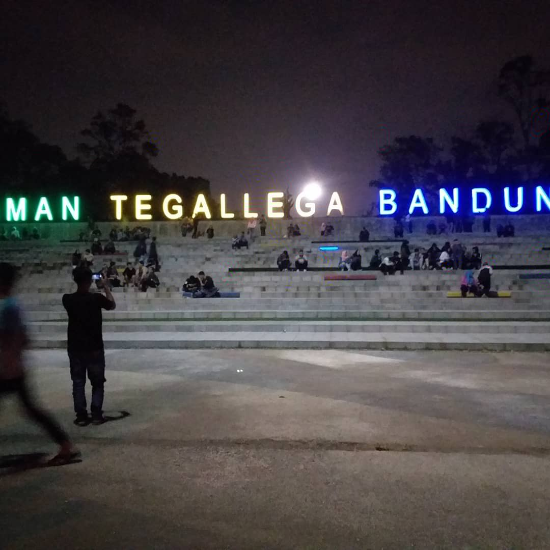 Taman Tegallega, Ketika Malam Bercahayakan  Lampu Lampion