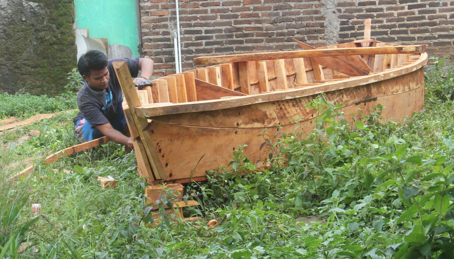 pembuat perahu kayu